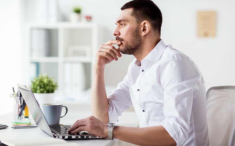 Hombre Pensando Títulos de Publicaciones